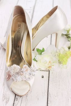 RESERVED, wedding shoe clip, bridal shoe clip, white shoe clips, bridal shoes clips, wedding shoes clips, lace shoe clip, flower shoe clip