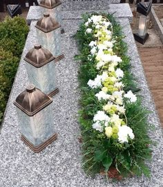Grave Decorations, Table Decorations, Cemetery Flowers, Modern Flower Arrangements, Funeral Flowers, Fall Flowers, Flower Crafts, Bloom, Wedding