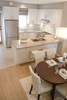В дизайне малогабаритной кухни используют нейтральную цветовую гамму, которая визуально расширяет пространство помещения.
