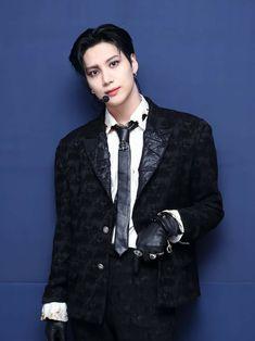 Lee Taemin, Jonghyun, Celebrity Travel, Celebrity Photos, Instyle Magazine, Cosmopolitan Magazine, Boy Celebrities, Lee Jinki, Kim Kibum