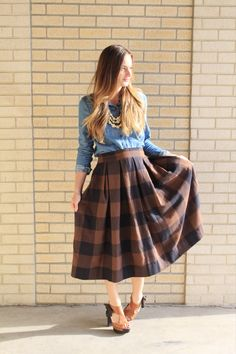 Anthro Inspired Buffalo Check Pleated Midi Skirt Sewing Tutorial + Easy No Mark Pleat Method – The Sara Project Pleated Skirt Tutorial, Box Pleat Skirt, Pleated Midi Skirt, Dress Skirt, Skirt Patterns Sewing, Skirt Sewing, Plaid Skirts, Vintage Skirt, Modest Outfits