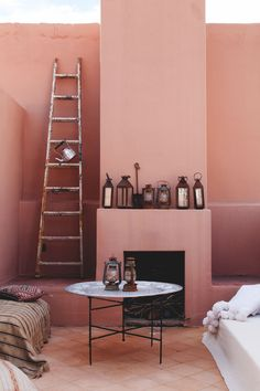 This pink interior totally makes us think of our Daydream colour! Interior paint, pink interior paint colors, interior paint color schemes, interior paint colors for house, interior design boards Interior Color Schemes, Interior Paint Colors, Gray Interior, Cafe Interior, Best Interior, Modern Interior, Interior Painting, Scandinavian Interior, Room Interior