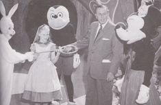 Angry AP - Disneyland and Walt Disney World nostalgia: Vintage Disneyland Walk Around Characters Disneylândia Vintage, Disney Vintage, Retro Disney, Creepy Vintage, Vintage Disneyland, Old Disney, Disney Magic, Disneyland California, Disney Parks