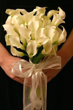 #bridalbouquet #wedding #weddingflowers #flowers #florist #georgiaflorist #flowers #bride #georgia #freeconsultation #itsyourparty