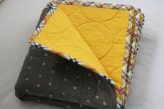 a whole cloth baby quilt. How to quilt round circles using a walking foot.