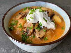 Verze zelňačky, u které nepotřebujete žádná uzená masa či klobásy. Díky ochuceným a orestovaným žampionům v kombinaci se zakysanou smetanou má polévka spoustu chuti a šmrnc...👍 Thai Red Curry, Soup, Menu, Ethnic Recipes, Menu Board Design, Soups