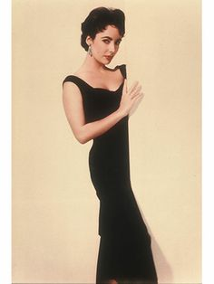 A Look at Hollywood Beauty Icon, the Bold Elizabeth Taylor Elizabeth Taylor, Elizabeth Hurley, Carolyn Bessette Kennedy, Jackie Kennedy, Hollywood Glamour, Hollywood Stars, Classic Hollywood, Old Hollywood, Hollywood Icons