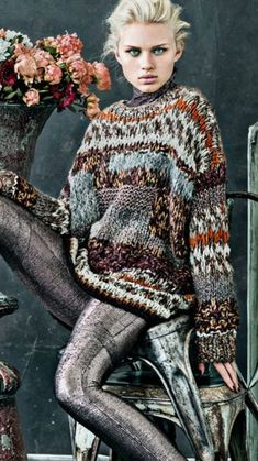 Chic knit sweater with gray jeans. Knitwear Fashion, Knit Fashion, Fashion Outfits, How To Purl Knit, Cool Sweaters, Knitting Designs, Knit Crochet, Autumn Fashion, Textiles
