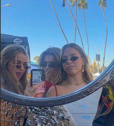 Cute Friend Pictures, Friend Photos, Cute Friends, Best Friends, Best Friend Fotos, Foto Mirror, Shotting Photo, Cool Glasses, Friend Goals