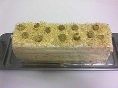 Quer servir uma deliciosa entrada? Ou um bolo salgado em um aniversário? Essa receita de torta fria vai fazer um sucesso enorme entre seus convidados! Ingr