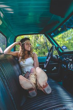 51 ideas for cars photography ideas country girls Truck Senior Pictures, Vintage Senior Pictures, Summer Senior Pictures, Country Senior Pictures, Senior Photos Girls, Senior Girl Poses, Senior Picture Outfits, Senior Girls, Outdoor Senior Pictures