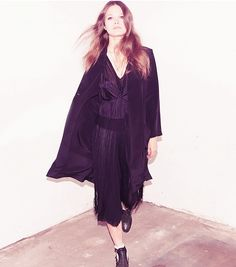 This all-black outfit is a perfect example of how to mix monochromatic textures!