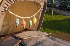 Garnkusserne | Lækre hækleopskrifter / DIY til dig, hjemmet og baby |: Opskrift på luftballons-barnevognskæde - easy version (DIY)