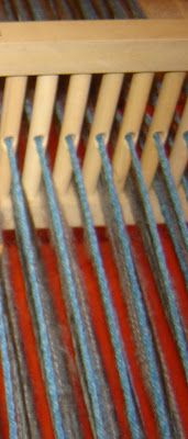 Quiero Pura Lana: 1° CLASE DE TELAR: antes de empezar a tejer Knit Mittens, Loom Weaving, Loom Knitting, Sewing, Crochet, Ganchillo Ideas, Weaving Patterns, Tinkerbell, Molde