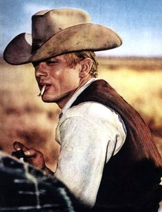 James Dean in 'Giant'. This was his last film which was not completed when he died. Vintage Hollywood, Classic Hollywood, U2 Poster, Marilyn Monroe Cuadros, James Dean Photos, Pier Paolo Pasolini, Rebel Without A Cause, East Of Eden, Jimmy Dean