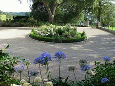 Country House garden - circular driveway, crunchy gravel & pretty garden beds//Jo Gardens
