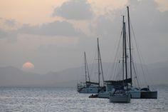 """Photographie couleur """"bateau au coucher de soleil"""" martinique, mai 2015 : Photos par le-petit-bazar-des-trinomettes-en-delire"""