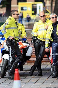 pozziblys biker page Cop Uniform, Police Uniforms, Men In Uniform, Police Officer, Military Police, Leather Men, Leather Pants, Leather Sofa, Black Leather