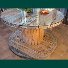 Mesa con bobina de madera