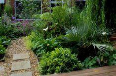 Moderne Gärten – 30 Bilder und Tipps für Landschaftsbau - moderne gärten bilder fußweg platten kies