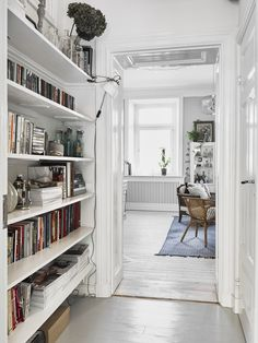 Space-saving scandinavian home library. It will be perfect for apartment or small house with super tiny room. Decoration Inspiration, Interior Inspiration, Boho Inspiration, Bibliotheque Design, Sweet Home, Scandinavian Home, Scandinavian Apartment, Home Fashion, Office Home