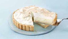 Torta com recheio cremoso de limão e Leite MOÇA®, coberto com merengue