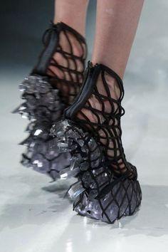 New Fashion Design Inspiration Haute Couture Iris Van Herpen Ideas Gothic Fashion, Diy Fashion, Fashion Shoes, Fashion Outfits, Origami Fashion, Fashion Details, Trendy Fashion, Unique Fashion, Paris Fashion