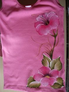 Beautiful hand-painted T-shirt Hand Painted Sarees, Hand Painted Fabric, Painted Bags, Painted Clothes, Dress Painting, T Shirt Painting, Tole Painting, Fabric Painting, Saree Painting Designs