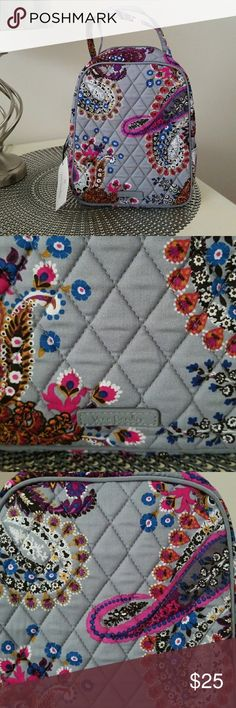 VERA BRADLEY LUNCH BUNCH BAG Nwt. Never used.     In HERITAGE PAISLEY pattern.    Outside on the side has a transparent plastic ID pocket.      Inside has one pocket and  plastic lining . Vera Bradley Bags