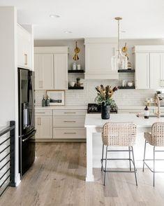 Home Decor Kitchen, Kitchen Interior, New Kitchen, Kitchen Dining, Kitchen Ideas, Kitchen Inspiration, Aqua Kitchen, Kitchen Modern, Kitchen Tile