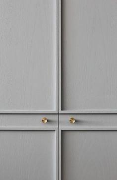 Bath room paint ideas grey wainscoting ideas for 2019 Wood Bedroom, Gray Bedroom, Trendy Bedroom, Bedroom Decor, Tiled Hallway, Black Chandelier, Grey Kitchens, Luxury Kitchens, Bedroom Layouts