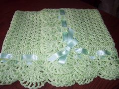 Mantilla al crochet Baby Afghan Crochet, Baby Girl Crochet, Baby Afghans, Crochet Baby Booties, Love Crochet, Crochet Blanket Patterns, Baby Patterns, Crochet Granny, Baby Blankets