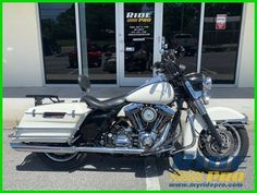 [DISCOUNT] $4900. 0 3 years ago Harley-Davidson Touring Road King® 2007 Harley-Davidson Touring Streets King Used #harleydavidsonroadkinggirls #harleydavidsonroadkingclassic #harleydavidsonroadkingcustom #harleydavidsonroadkingwatches #harleydavidsonroadkingapehangers #harleydavidsonroadkingart Harley Davidson Pictures, Harley Davidson Trike, Harley Davidson Road Glide, Harley Davidson Touring, American Motorcycles, Triumph Motorcycles, Softail Bobber, Road Glide Custom, Road Glide Special