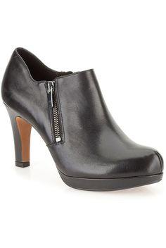 Moteriški auliniai batai, juodos spalvos (platesnis modelis) - Clarks   Stilago