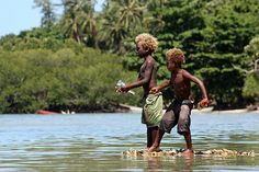 Children fishing at Nusa Island in the New Ireland Province of Papua New Guinea ... beautiful locale, beautiful locals | www.papuanewguinea.travel/newireland