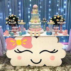 """Um dia de Festa on Instagram: """"E essa mesa tema chuva de amor!? Super diferente!!!! . . . . Por @alinenoroeseventos by @media.repost: Chuva de Amor no…"""""""