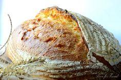Salve a tutti e ben tornati sul mio blog :) Dopo una lunga assenza,torno con una ricetta favolosa,un pane con farina di semola rimacinata spettacolare,bell