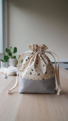 Items similar to Drawstring Knitting Project Bag on Etsy Diy Sewing Projects, Knitting Projects, Sewing Crafts, Sewing Art, Sewing Patterns, Tods Bag, Creation Couture, Jewelry Packaging, Cotton Bag