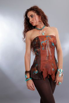 I applaud Meredith Lockhart's ingenious use of suede and leather; creating designs allowing a woman's true style to shine through. Country Girl Style, Country Girls, My Style, Boho Fashion, Cowgirl Fashion, Womens Fashion, Western Wear For Women, Western Chic, Leather Vest