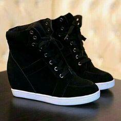 Pin by Johanna on zapatos johanna in 2019 Cute Sneakers, Sneakers Mode, Wedge Sneakers, Sneakers Fashion, Fashion Shoes, Shoes Sneakers, High Top Sneakers, Heeled Boots, Shoe Boots