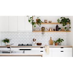 It shouldn't be a case of affordability VS style. Get to know Cantilever Kitchens, a Melbourne company offering affordable designer kitchens.