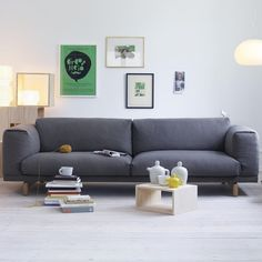 Sofá Rest, por Anderssen & Voll para a Muuto New Nordic. Rest sofa by Anderssen & Voll for Muuto New Nordic. Sofa Design, Interior Design, Patio Design, Cosy Interior, Muuto Sofa, Ottoman Sofa, Upholstered Sofa, Slipcover Sofa, Style Deco