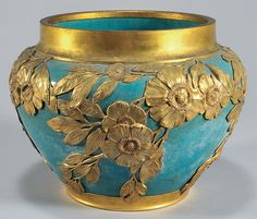 Celedon Cachepot, porcelain covered with gold flowers, Late 19th Century