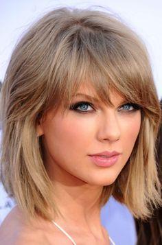 Taylor Swift Haircuts - Taylor Swift's Signature Hairstyles Bob Haircut With Bangs, Haircut For Thick Hair, Long Hair With Bangs, Short Hair Cuts, Hair Bangs, Bangs Sideswept, Bangs Updo, Wispy Bangs, Asymmetrical Bob Haircuts