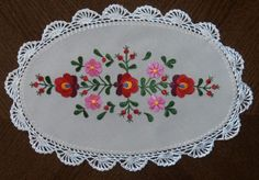 NEW-Hungarian-matyo-crocheted-hand-embroidered-doily-37x22cm