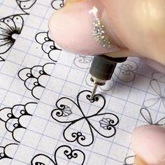 Easy Mandala Drawing, Mandala Doodle, Simple Mandala, Mandala Art Lesson, Mandala Pattern, Zentangle Patterns, Pattern Art, Pattern Design, Zentangles