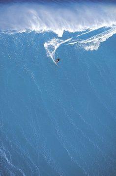 Huge drop. #big #wave #surfing