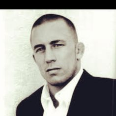 Does this guy have a gf? Gsp Ufc, George Saint Pierre, Pretty People, Beautiful People, Male Athletes, Love To Meet, Hubba Hubba, Athletic Men, Good Looking Men