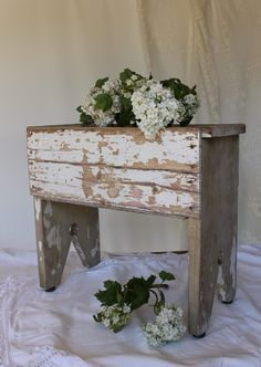 Shabby chic stool with chippy paint Primitive Furniture, Shabby Chic Furniture, Rustic Furniture, Painted Furniture, Diy Furniture, Country Decor, Farmhouse Decor, Homemade Bench, Old Benches