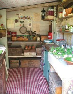 garden shed interior Allotment Shed, Greenhouse Shed, Allotment Ideas, Cheap Greenhouse, Indoor Greenhouse, Indoor Garden, Potting Sheds, Potting Benches, She Sheds